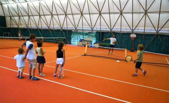 https://www.ctbelluno.it/wp-content/uploads/2021/01/scuola-tennis-gratis-1-570x350-1.jpg